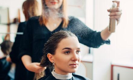 Ranking spraye do układania włosów 2021