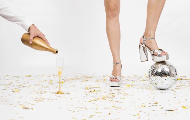 Eleganckie wino musujące – idealny prezent na wieczór panieński