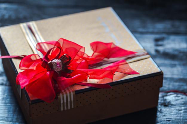 Personalizowana skrzyneczka z prezentem – wspaniały i oryginalny upominek dla panny młodej
