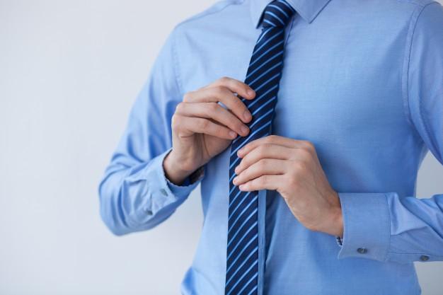 Stylowy krawat – praktyczny upominek dla eleganckiego mężczyzny