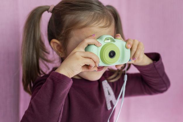 Aparat fotograficzny – idealny podarunek dla miłośniczki fotografii