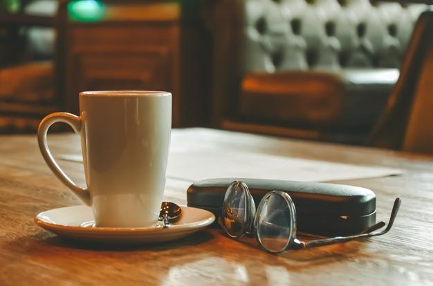 Eleganckie etui na okulary – coś, co na pewno przyda się starszej osobie