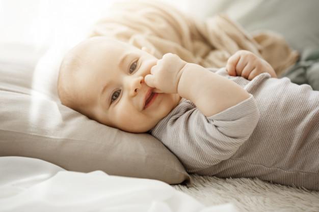 Pościel do łóżeczka – wspaniały i praktyczny prezent dla bobasa