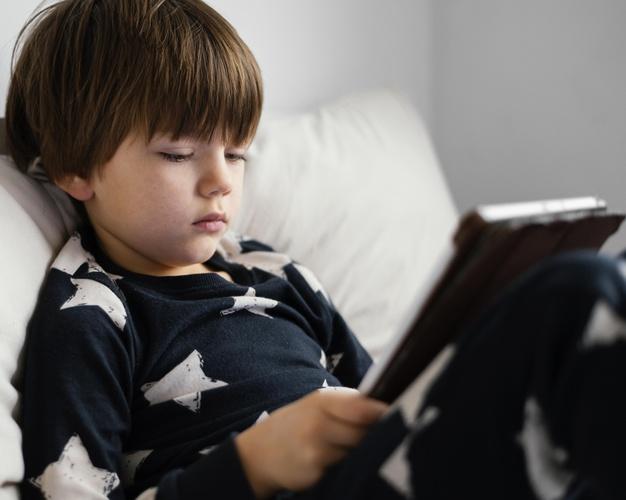 Tablet – nowoczesny upominek, który bawi i uczy